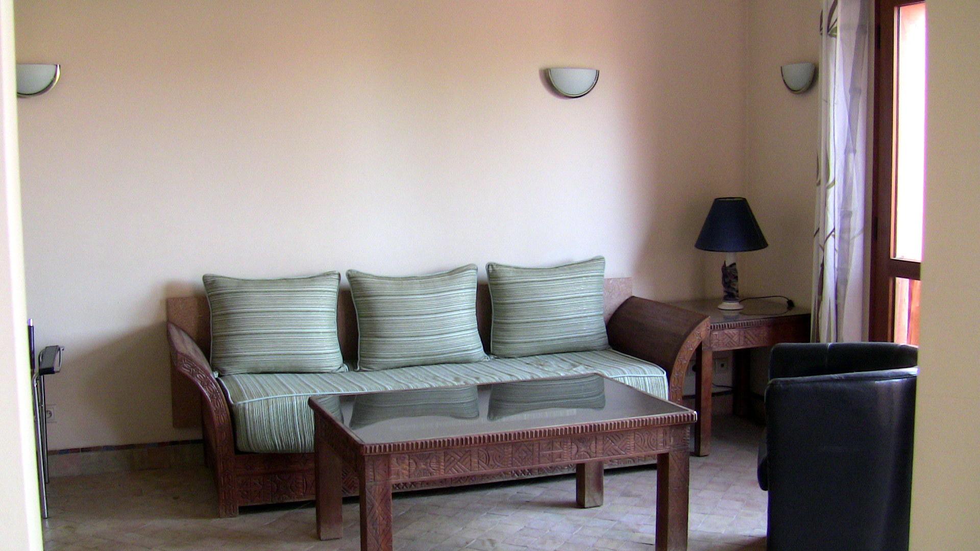 appartement meubl au sein d 39 une r sidence avec piscine. Black Bedroom Furniture Sets. Home Design Ideas