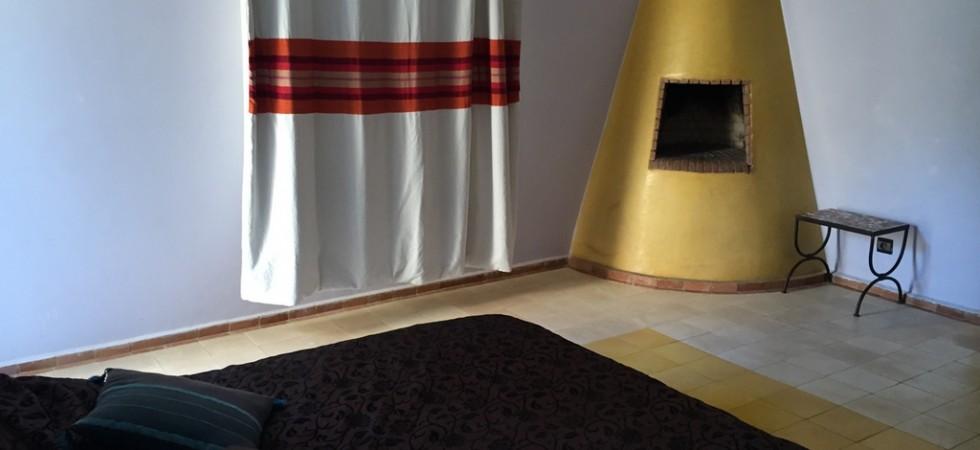 cheminée en forme de cône jaune