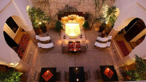 Riad Maison d'Hôtes du XVIII siècle, cinq grandes chambres/suites, bassin et jacuzzi