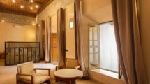 LUXURY RIAD ADOSTED TO THE WALLS OF THE ROYAL PALACE