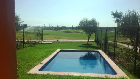 Small villa with private pool in front of Golf