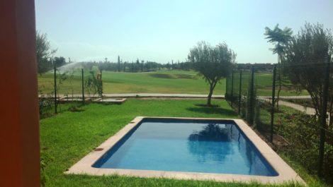 Petite villa avec piscine privée en front de Golf!