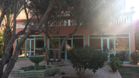 Belle maison style coloniale en zone urbaine