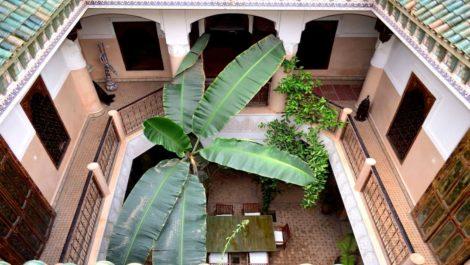 Vaste Riad Historique à Mouassine, emplacement privilégié, huit chambres dont studio en terrasse