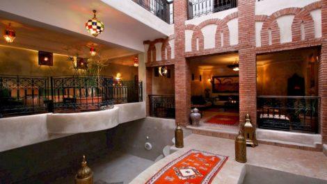 Maison d'hôtes 3 patios,17 chambres, SPA, à côté de la Place