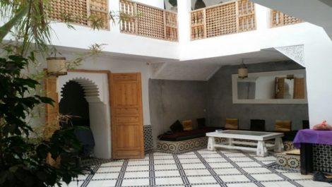 Riad rénové avec vaste patio, 4/5 chambres, beaucoup de luminosité, très bon quartier