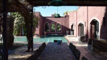 Belle villa contemporaine au coeur d'un jardin luxuriant