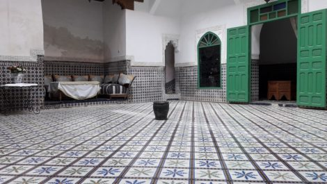 Vaste Riad traditionnel, sain, titré