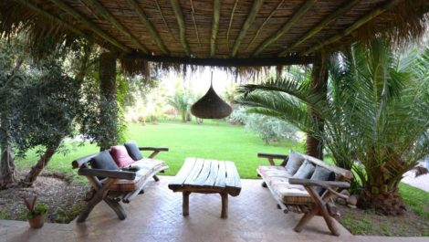 Charming independent atypical villa in the heart of a magnificent garden