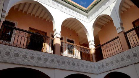 Magnifique Riad de huit chambres à la Kasbah, voiture devant la porte !