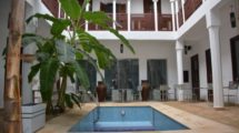 9 bedroom guest house ideally located!