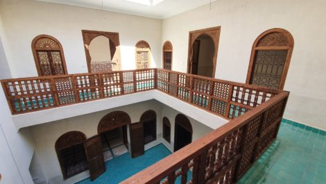 Renovated riad, pool, hammam, car in front of the door!