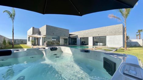 New villa with optional outdoor jacuzzi, hammam and heated swimming pool