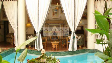 Riad de près de 500 m² au sol, classé maison d'hôtes, onze suites possibles