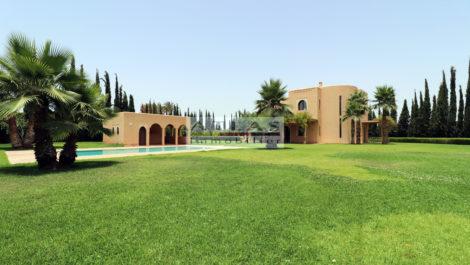 Marrakech : Villa titrée, située sur la route de Ouarzazate