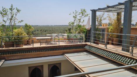 Superbe Riad épuré vue panoramique sur de magnifiques jardins et l'Atlas