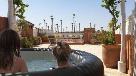 Duplex unique – emplacement stratégique ; Hammam, jacuzzi, terrasse 100 m²